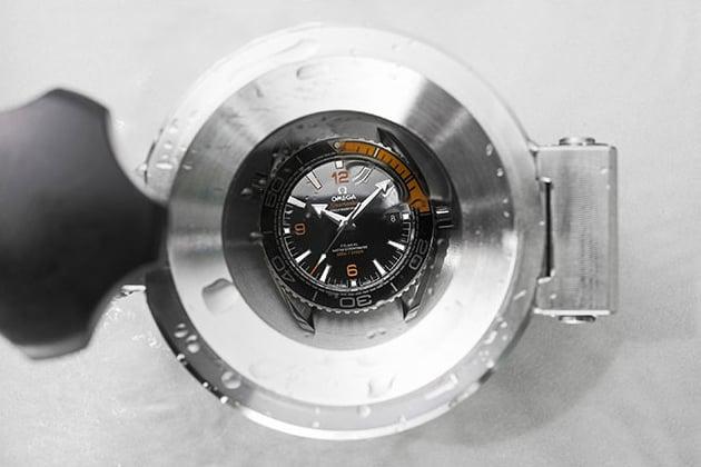 Test vodotesnosti hodiniek Omega